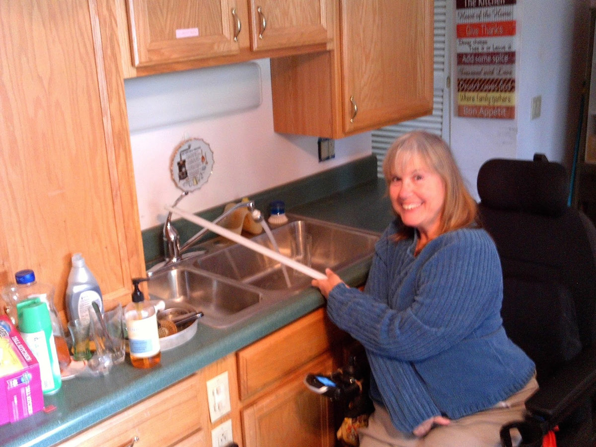 Joyce using her kitchen faucet adapter